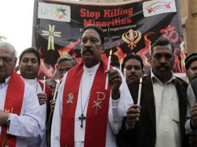 Photo of पाकिस्तान: हत्या के आरोपी ईसाइयों से वकील ने कहा, 'इस्लाम अपना लो, तो बरी करवा दूंगा'