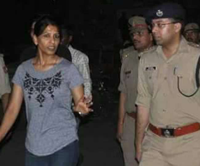 जींस-टीशर्ट पहन कानपुर की सड़कों पर आइपीएस सोनिया