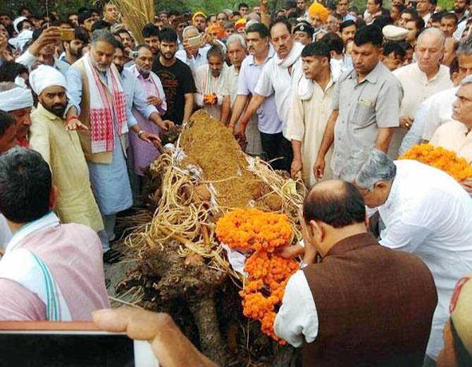 शिक्षा मंत्री के छोटे भाई का निधन, पैतृक गांव में हुआ अंतिम संस्कार