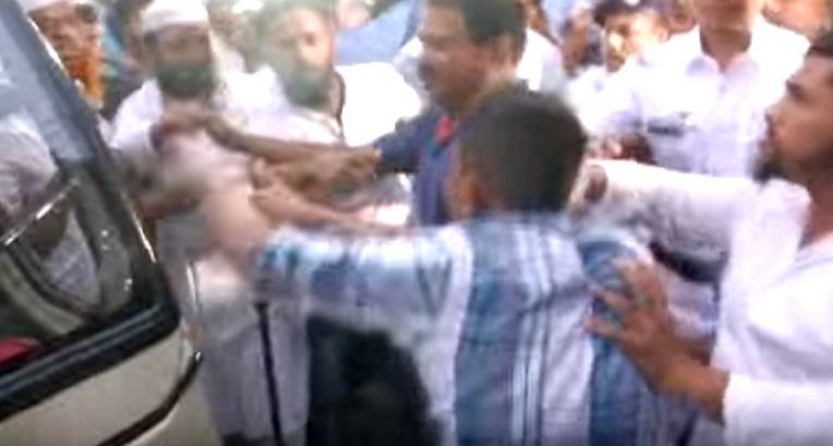 श्चिम बंगाल में इमाम की हरकतों से नाराज लोगों ने उसे