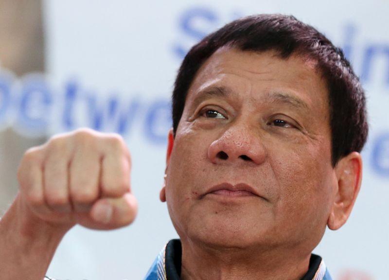 फिलीपींस के राष्ट्रपति रोड्रिगो डुटार्टे ने कहा: सैनिक कर सकते है तीन महिलाओं से रेप