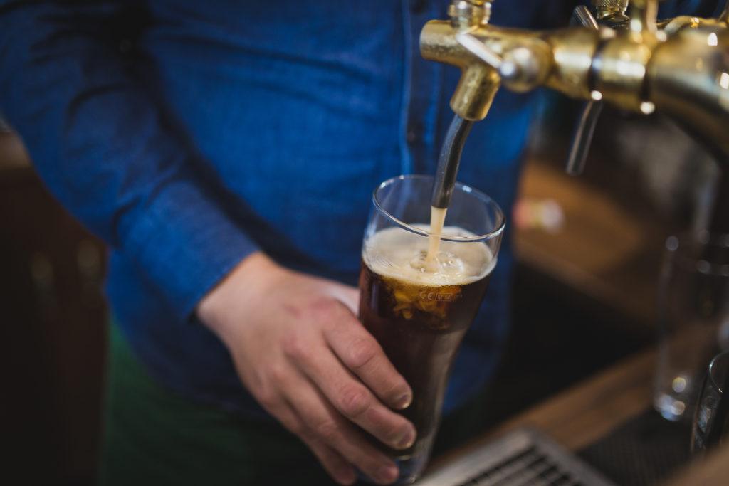 बड़ी खुशखबरी! बिछाई जा रही है बीयर की पाइप लाइन, नल खोलो और जी भर के पियो