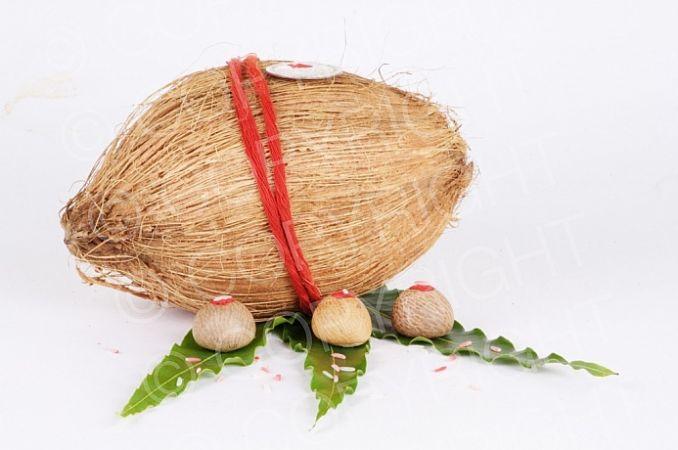 नारियल के इस्तेमाल से आती है लक्ष्मी