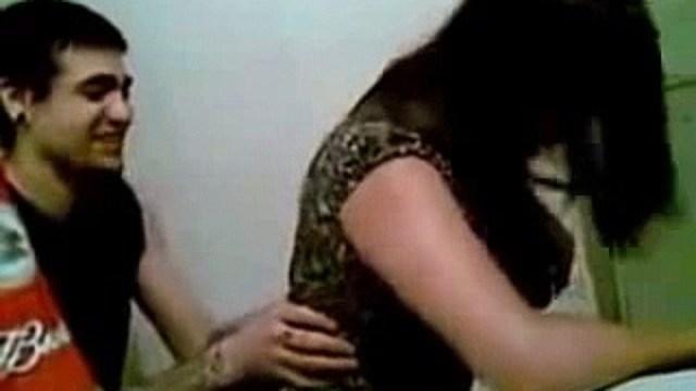 """कांग्रेस पार्टी के नेता भी पकड़े गए एक लड़की का """"राशन कार्ड"""" बनाते हुए...MMS वीडियो हुआ लीक"""