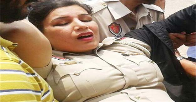 अभी-अभी: इस महिला पुलिसकर्मी ने किया बड़ा खुलासा, यहाँ छुट्टी के लिए जिस्म मांगते हैं अफसर…