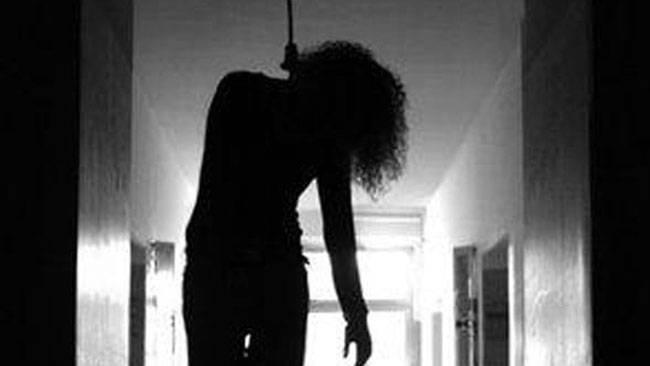 पत्नी ने की आत्महत्या