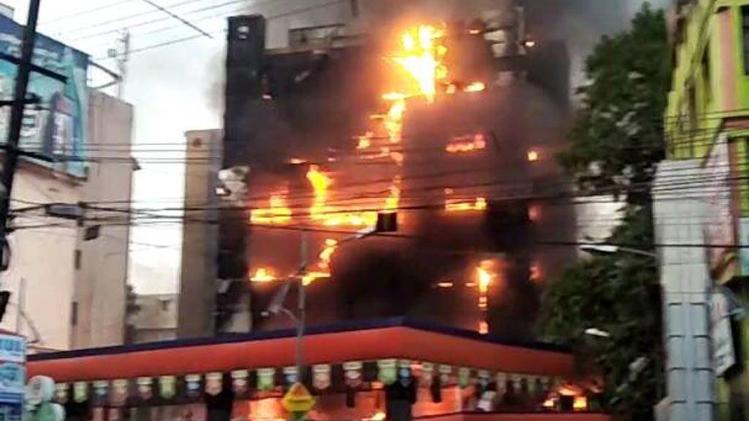 पटना में लगी भीषण आग