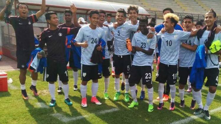 सहवाग ने अंडर-17 फुटबॉल टीम