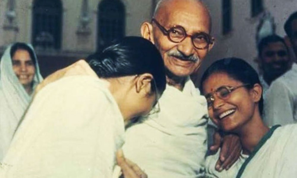 राष्ट्रपिता महात्मा गांधी के असामान्य से-क्स व्यवहार को लेकर हुआ बड़ा खुलासा ये रहे सबूत साबित