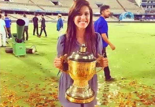 मुंबई इंडियन्स की जीत के बाद जानिए किसके हाथ में ट्रॉफी