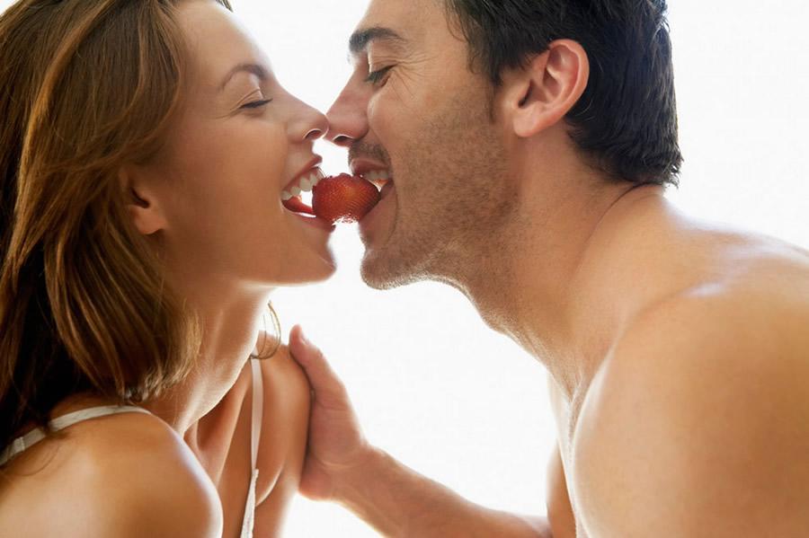सेक्स लाइफ में भरना हो रोमांच तो डाइट में करें इनका इस्तेमाल!