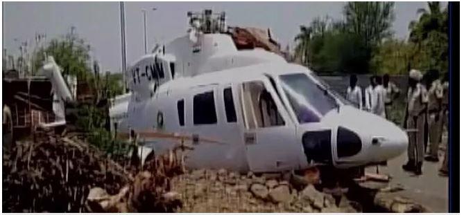 बाल-बाल बचे महाराष्ट्र के सीएम फडणवीस, क्रैश हुआ हेलिकॉप्टर