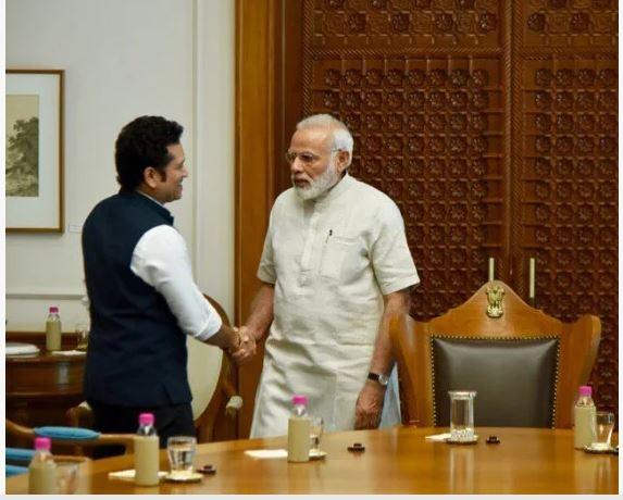 फिल्म रिलीज से पहले पीएम मोदी से मिलने पहुंचे तेंदुलकर
