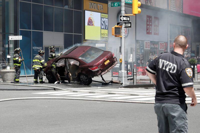 न्यूयॉर्क के टाइम्स स्क्वायर पर हुआ कार हादसा,