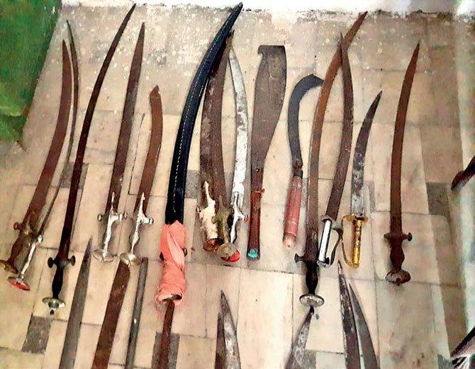 बांसवाड़ा : 72 घंटे बाद कर्फ्यू में छूट, मिला पेट्रोल बम और तलवारों का जखीरा