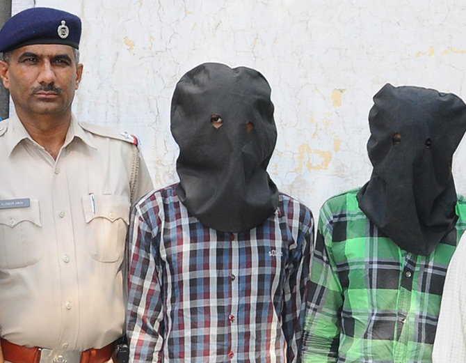 जीजा-साले ने शराब पीकर की प्लानिंग, 800 रुपए न देने पर बाप और बेटे की हत्या