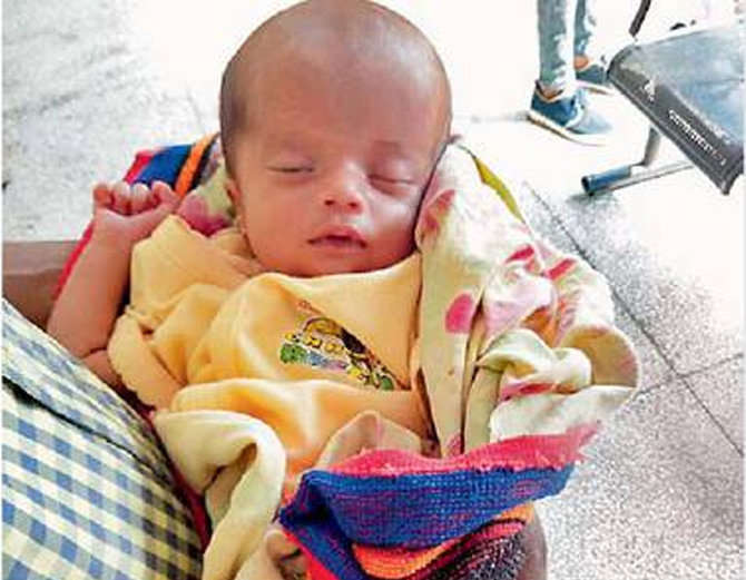 The 20-day-old girl in Palanquin