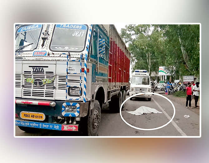 A bike collided with a truck, the head of the crushed woman, the death