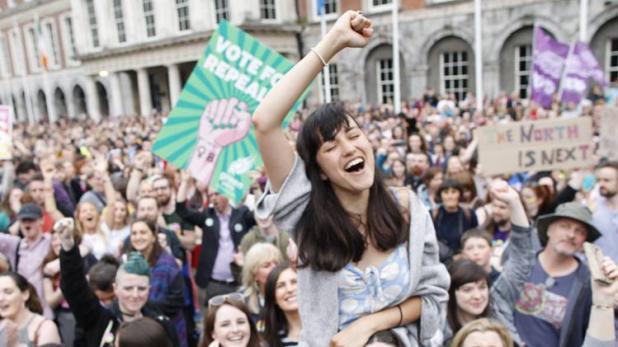 अब आयरलैंड में गर्भपात पर लगा प्रतिबंध खत्म, जनमत से बदल गया कानून
