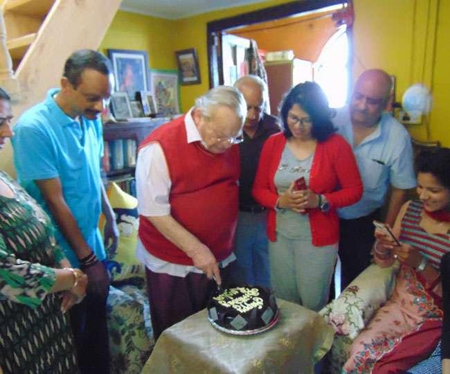 उत्तराखंड में प्रसिद्ध लेखक रस्किन बॉन्ड ने कुछ इस तरह मनाया अपना जन्मदिन