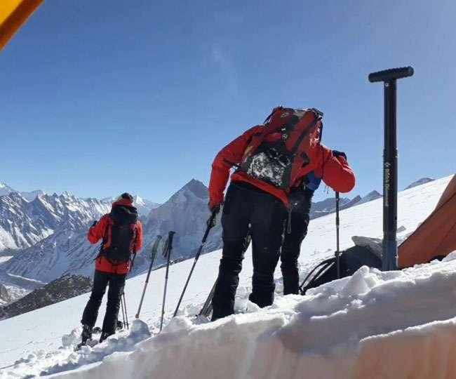 गंगोत्री हिमालय की इस ऊंचार्इ से विदेशी पर्यटकों ने की स्कीइंग