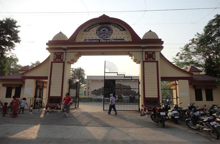 गोरखपुर विश्वविद्यालय में आवेदकों का इंतजार करती रह गई एक लाख सीटें