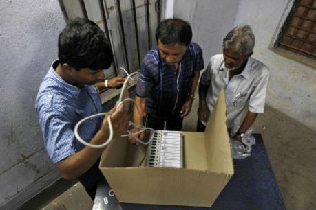 चुनाव आयुक्त ने कहा- EVM नहीं VVPAT में थी खामी, आम चुनाव के लिए कर रहे बेहतर तैयारी