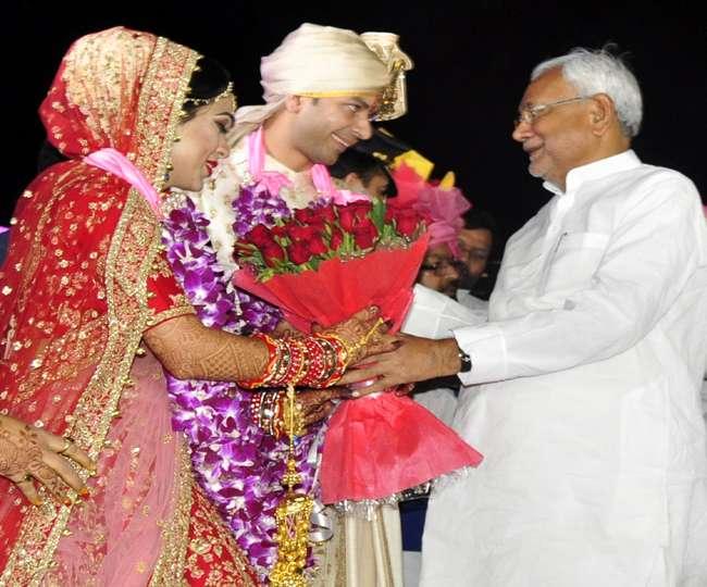 तेजप्रताप की शादी में मिले लालू-नीतीश, शादी में शामिल हुए कई दलों के दिग्गज