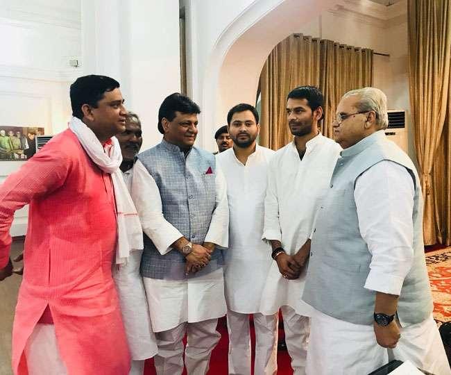 तेजस्वी ने राज्यपाल से की मुलाकात, पेश किया सरकार बनाने का दावा