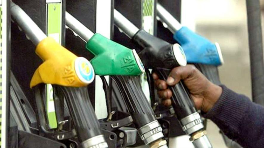 Photo of …तो शायद इसलिए सरकार नहीं घटा रही है तेल की कीमत