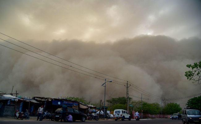 दिल्ली-NCR समेत कई राज्यों में आंधी-तूफान की आशंका, हल्की बारिश का भी अनुमान