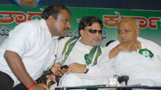 कर्नाटक विधानसभा चुनाव: नतीजों पर है सबकी नजर, कांग्रेस या BJP किसके साथ जाएगी JDS