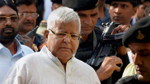बिहार: नेताओं और समर्थकों से मिल रहे लालू, चर्चाओं का बाजार गर्म
