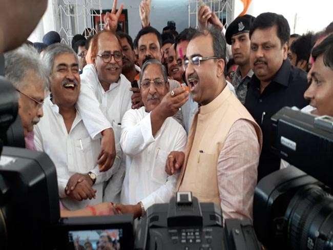 बिहार में कर्नाटक की जीत पर CM नीतीश ने BJP को दी बधाई, तो तेजस्वी ने कसा तंज