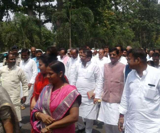 बिहार में कर्नाटक मामले के राजद विधायकों का राजभवन मार्च