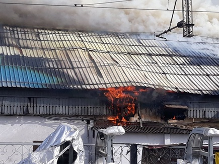 मध्यप्रदेश के इटारसी रेलवे स्टेशन के प्लेटफार्म नंबर 1 पर भीषण आग