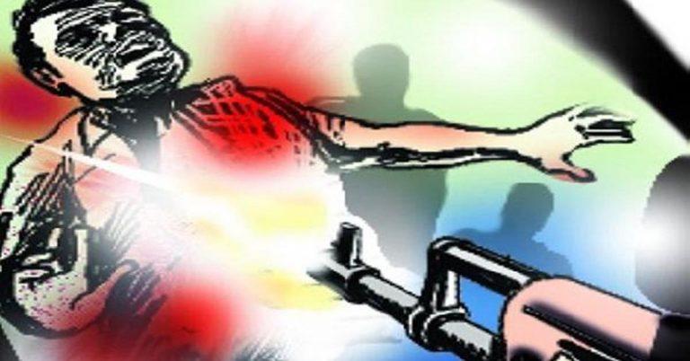 बिहार: मुखिया को पत्नी व बेटों संग भूना, एक की मौत, सीबीआइ जांच की मांग
