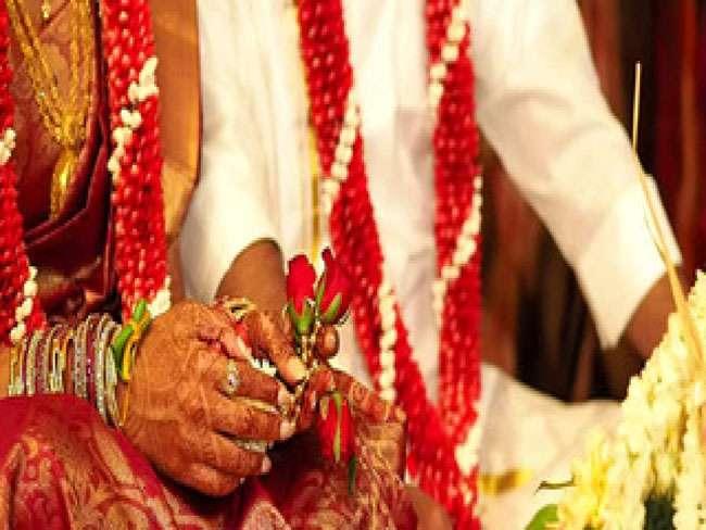 OMG: दुल्हन के गले में जयमाला डाला दूल्हे ने, मांग भर दी प्रेमी ने