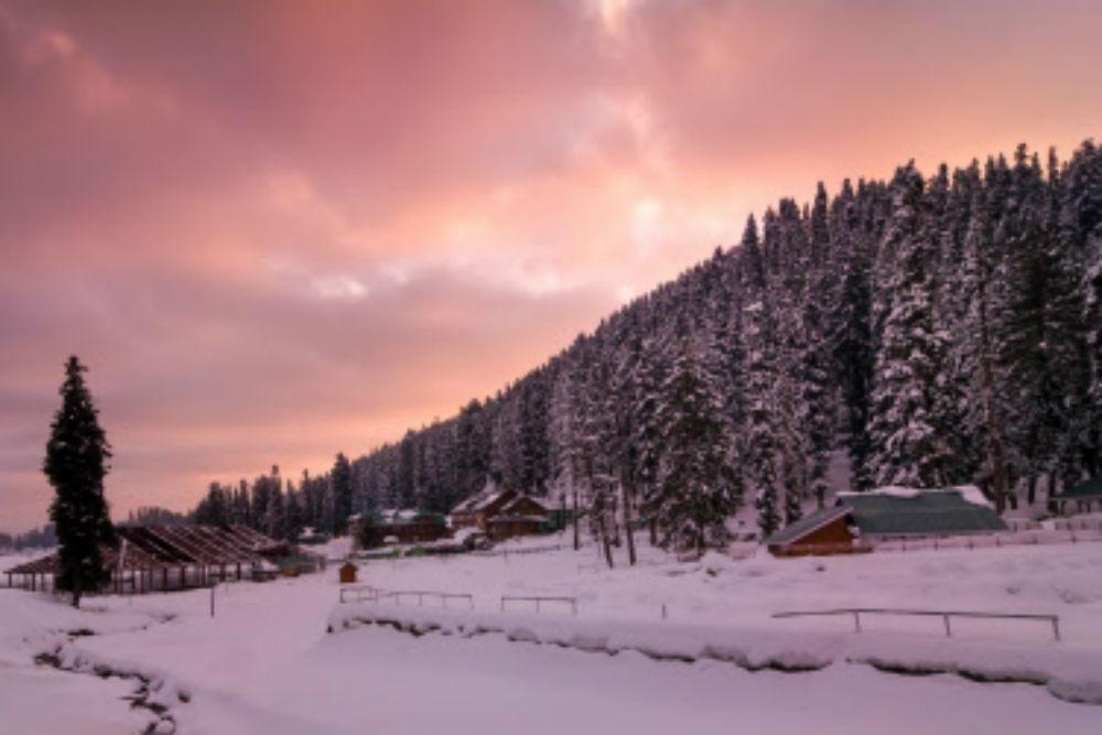 """एक सफर खूबसूरत वादियों पर बर्फ की चादर का """"गुलमर्ग"""""""