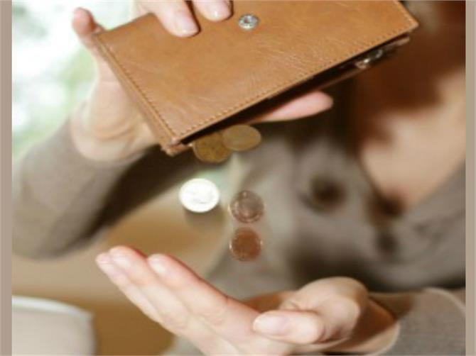 अगर आपकी तिजोरी में नहीं टिकता धन तो करें लौंग का ये अचूक उपाय