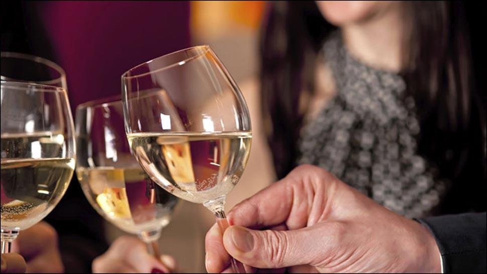 सावधान: ये 5 तरह की शराब कर सकती है आपकी त्वचा खराब