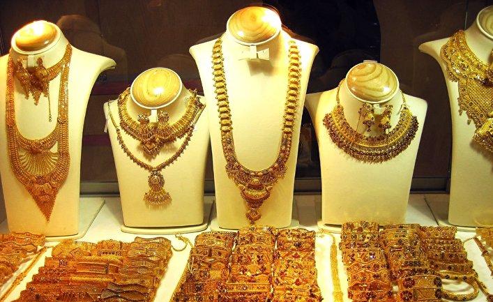 सोना खरीदने जा रहें है तो रुक जाइए, भारत में जल्द घट सकती है सोने की कीमतें !!