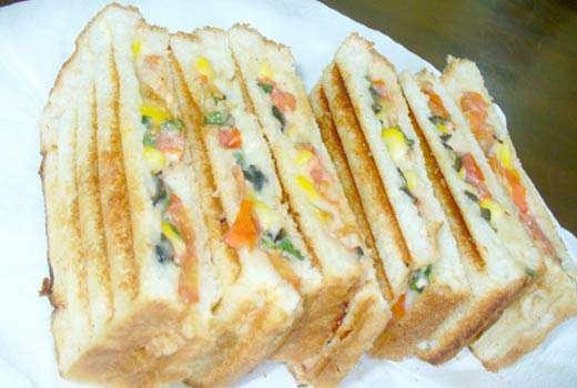 मल्टीग्रेन ब्रेड से बनाएं दही कॉर्न सैंडविच...