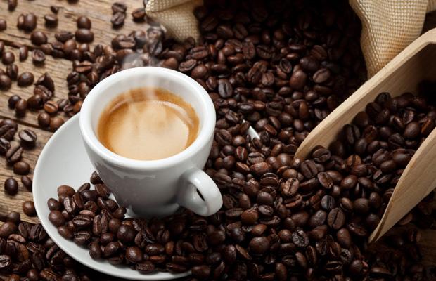 दिन में 4 कप कॉफी पीने से दिल की बीमारी का खतरा होता है कम