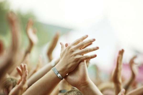 जानिए भगवान की आरती करते समय क्यों बजाई जाती है ताली?