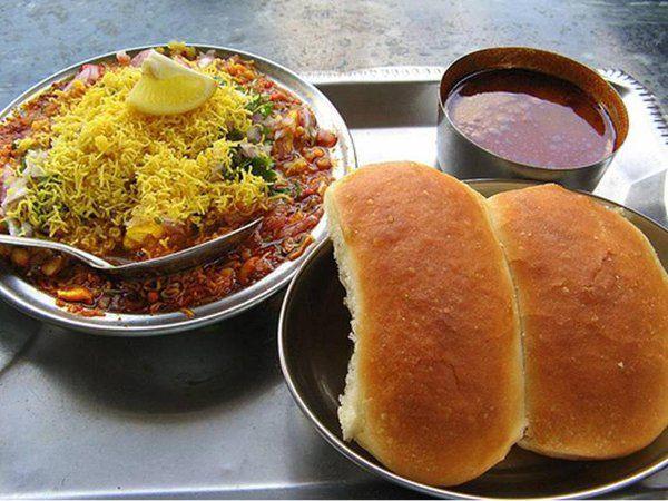 महाराष्ट्र का बेस्ट ब्रेकफास्ट उसल पाव, जानिए बनाने की आसन रेसिपी