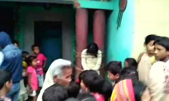 बिहार में प्रेम संबंधों को लेकर पंचायत ने दी लड़की को खंभे से बांधकर पीटने की सजा