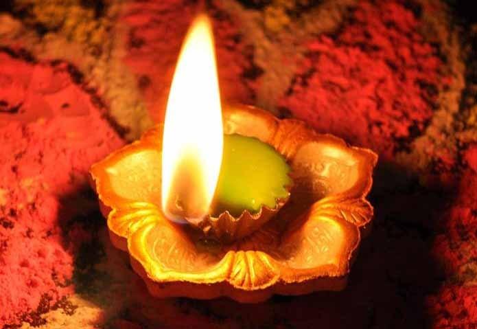 देवी- देवताओं के सामने अलग-अलग तरह के दीपक जलाने से होते हैं ये फायदे