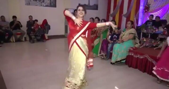वीडियो: भाभी ने देवर की शादी में किया इतना जोरदार डांस कि देखने वालों के उड़ गए होस