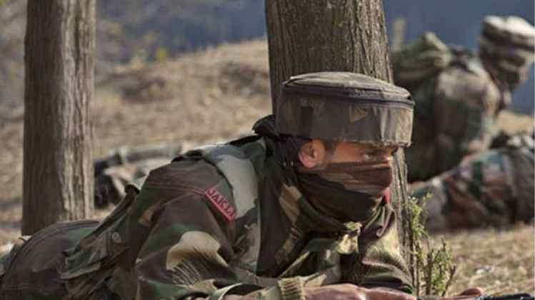 जम्मू-कश्मीर: श्रीनगर में सुरक्षाबलों और आतंकियों के बीच मुठभेड़ जारी, मार गिराया 1 आतंकी